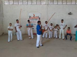 Pessoal do Raízes Culturais fez uma apresentação de capoeira