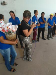 Rosas para as mulheres que contribuíram para o novo centro