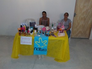 Empreendedoras vendem produtos de beleza para os consumidores