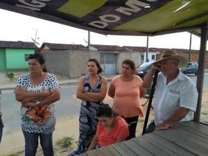 Moradores do residencial se reuniram na praça de eventos